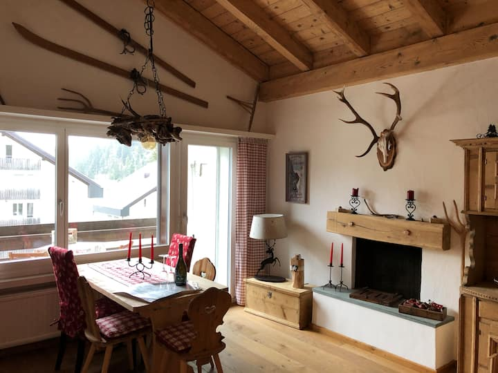 Semi-Attic in Laax, direct acces to ski lifts