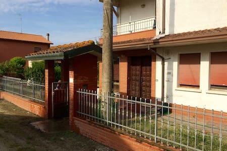 FeWo mit 2 Balkonen 14km zum Strand - Codigoro - Wohnung