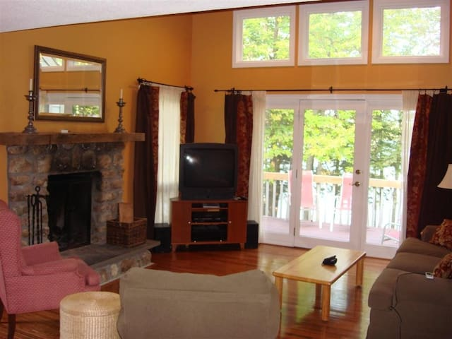 Living room with deck overlooking water.
