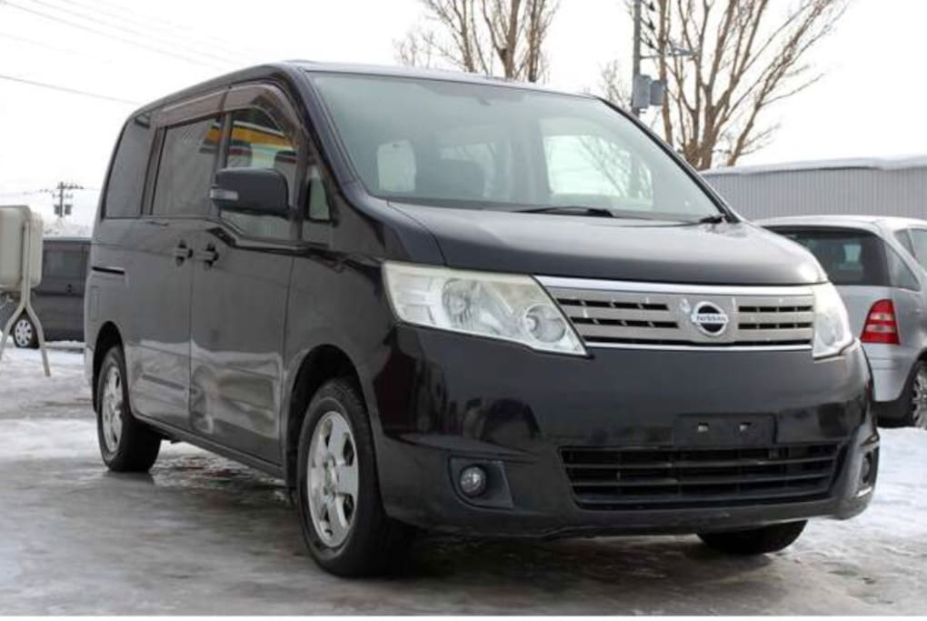 Nissan Serena 4WD van included in rental. Automatic, 7-seater, winter tires