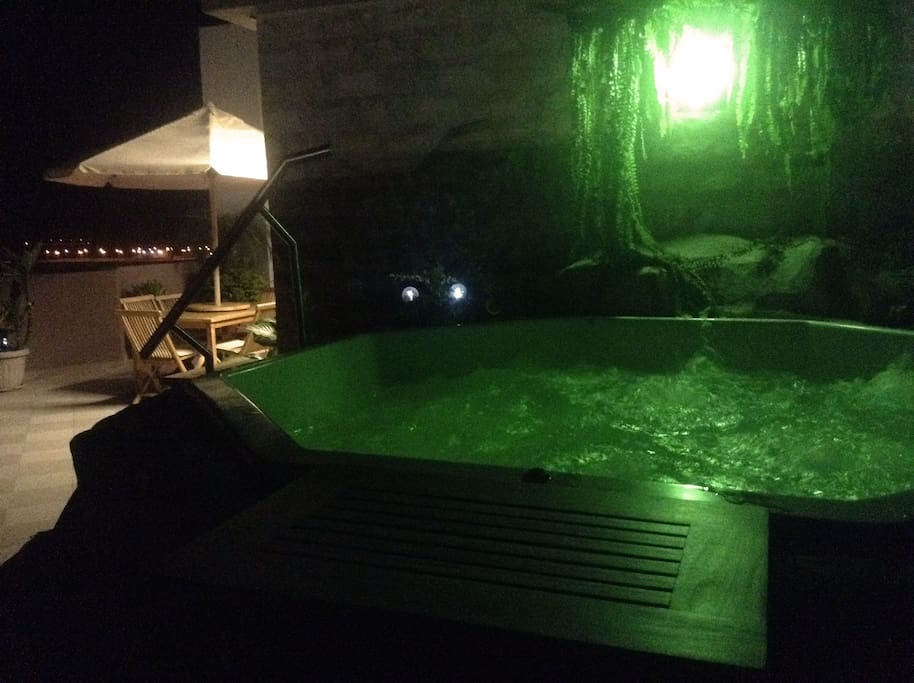 Jacuzzi in level 2