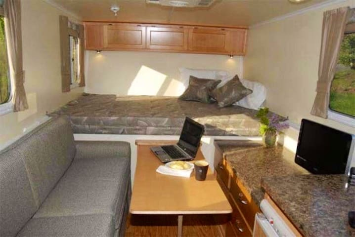 Clean Modern RV! Free Delivery & Set-up! No Towing