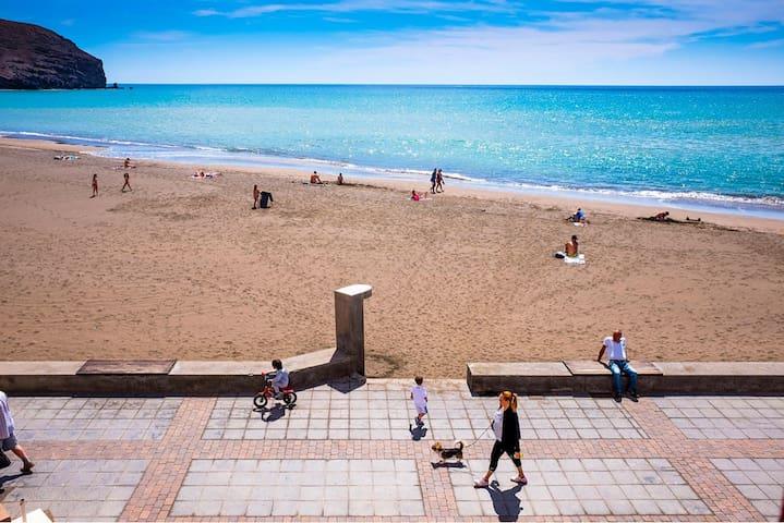 Apartamento en primera linea de playa con vistas - Gran Tarajal - Kondominium