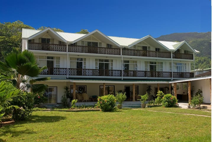 Augerine Beau Vallon - Victoria - Bed & Breakfast