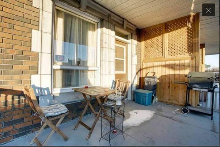 Bright and peaceful bedroom near Jean-Talon Market - Montréal - Lakás
