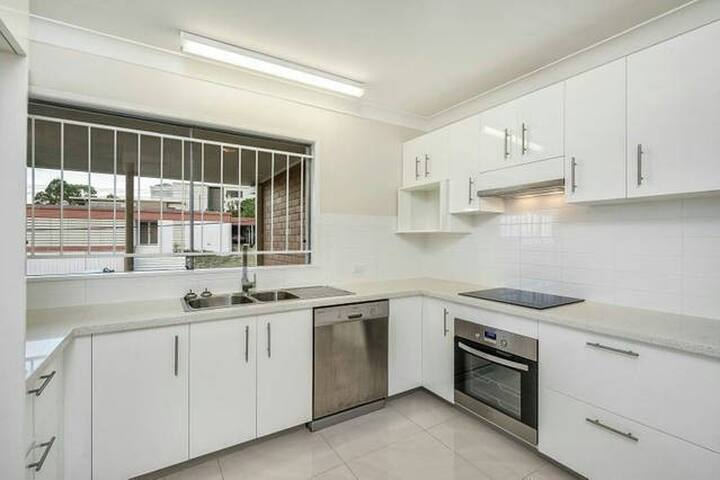R1 10 Mins Drive to Brisbane CBD - Holland Park West - Rumah