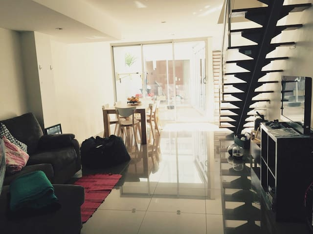 Beautiful private Bed + Bathroom near Newtown