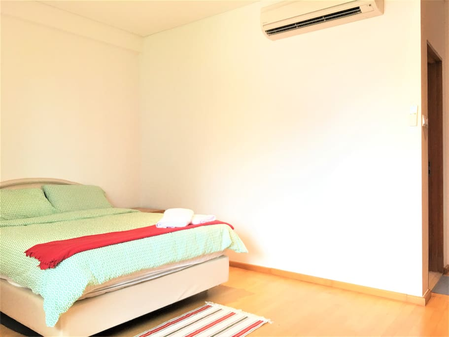 Perfect 3BR Home, Doorstep to Orchard