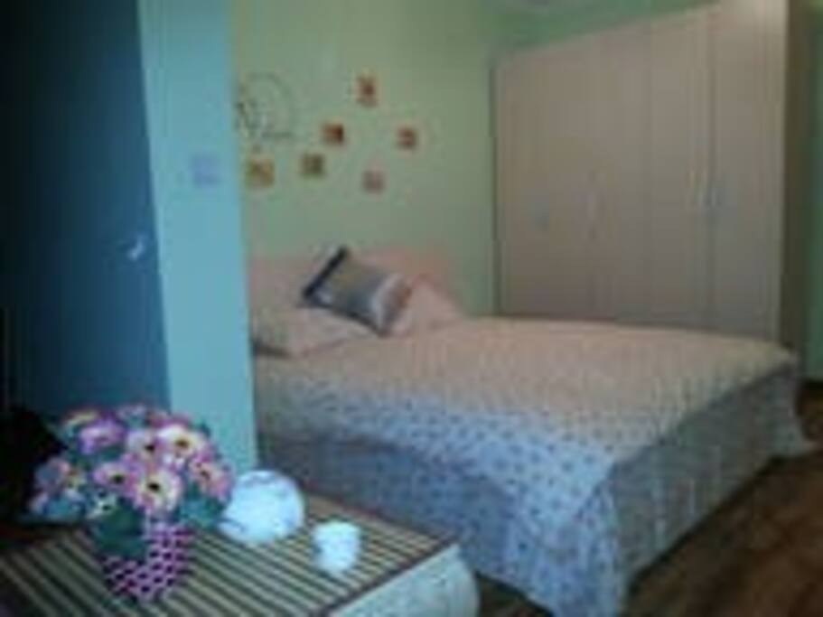 Main bedroom 2 主卧的五开门大立柜