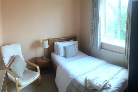 Single cozy retreat near Cambridge (1 of 2 rooms) - Cambridge  - 独立屋