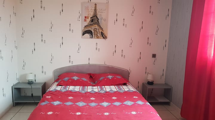 Jolie chambre spacieuse