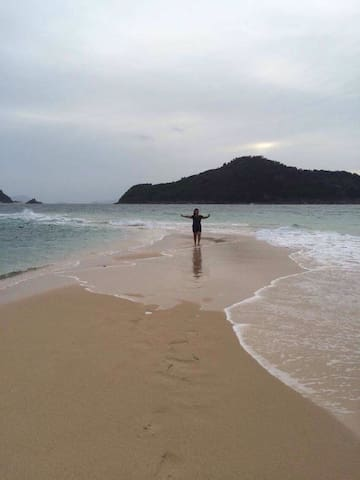 Isla Gigantes Haven for Backpackers/Travelers - Carles