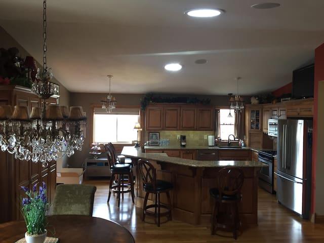 Perfect Minnesota Superbowl Executive Housing - Champlin - House
