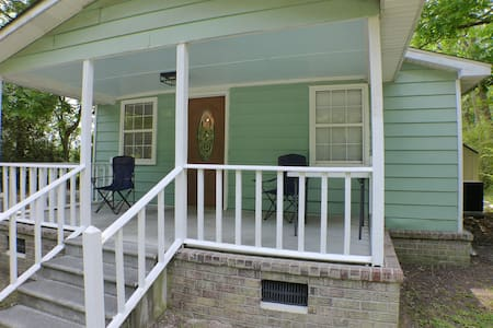 Private Charming Renovated Cottage - Summerville - Haus