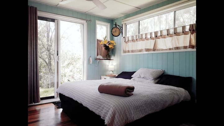Riverbank Cottage by the sea. Nth of Byron bay