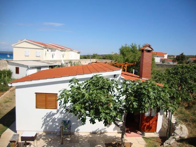 House Nella in Silba