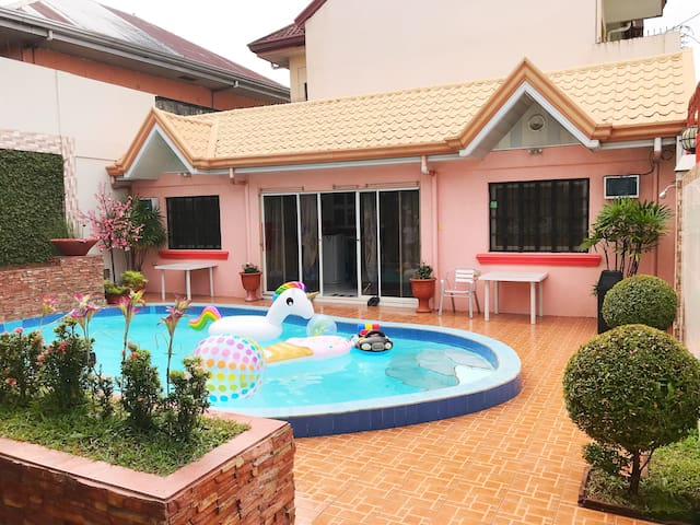 Sweet Escape Pad with 2 rooms and a Swimming pool