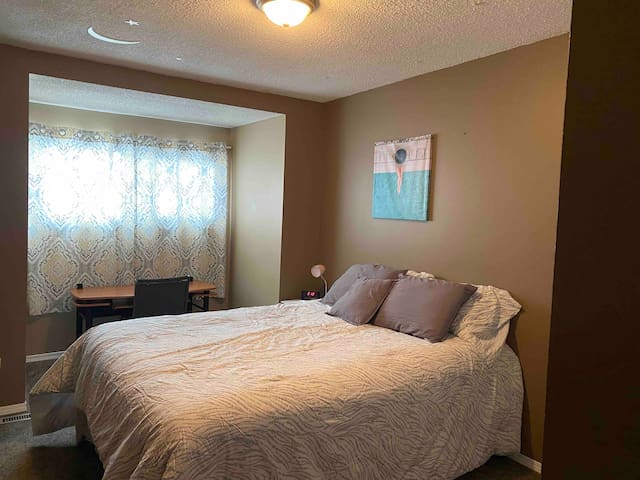 Quiet Cozy Furnished Room - *Cleaning Included
