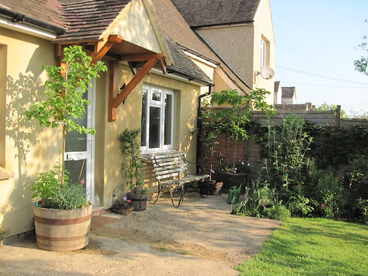 Cotswold family-style room nr Woodstock & Witney