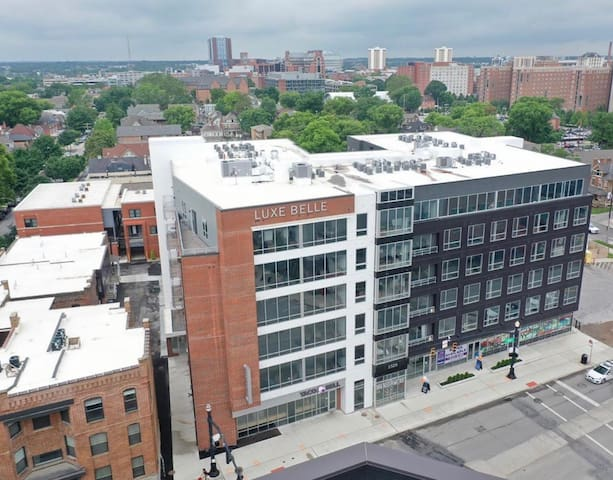 2 Bedroom Blocks from OSU/Short North! Suite 218