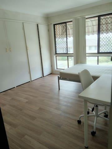 master room ensuite 含独立卫浴,共享厨房share kitchen