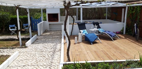 Beautiful beach villa, 5 minutes walk to the sea!