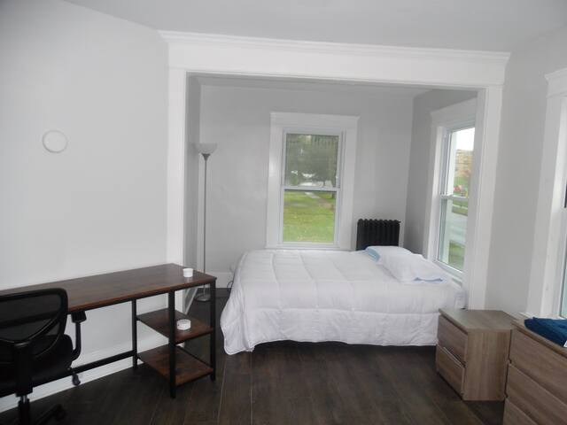 Newly renovated 3 bedroom located next to Campus!