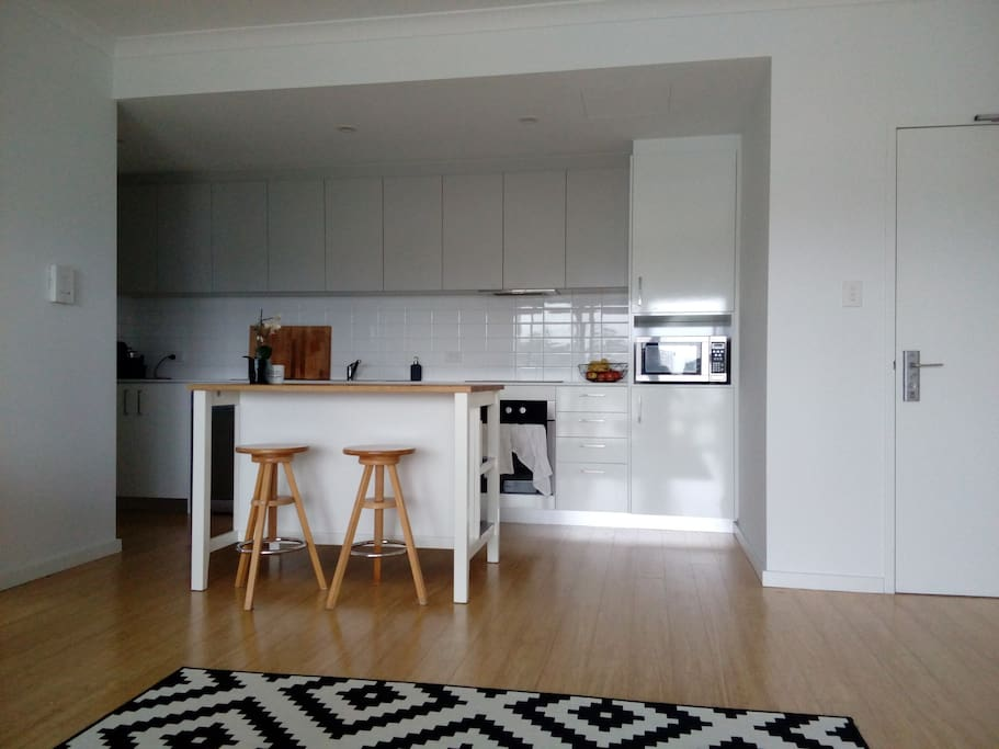 New living space, equipped with appliances including dishwasher and Nespresso machine.