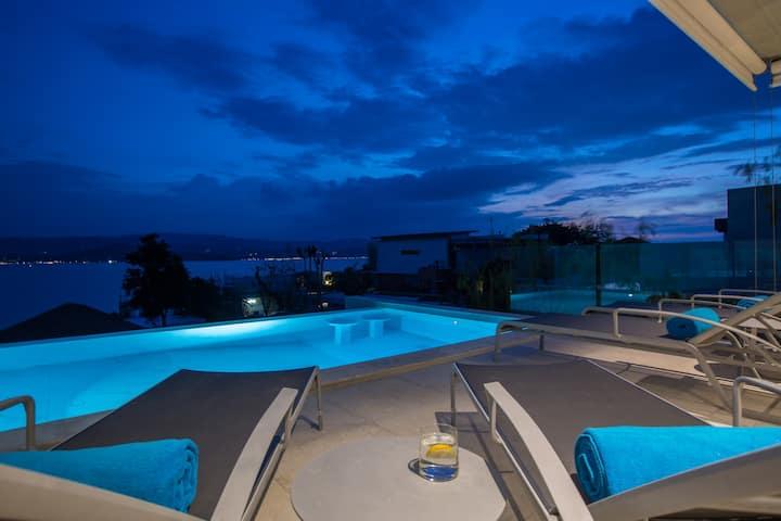 Luxury Brand New 4BR Sunset Villa w/BEACH access