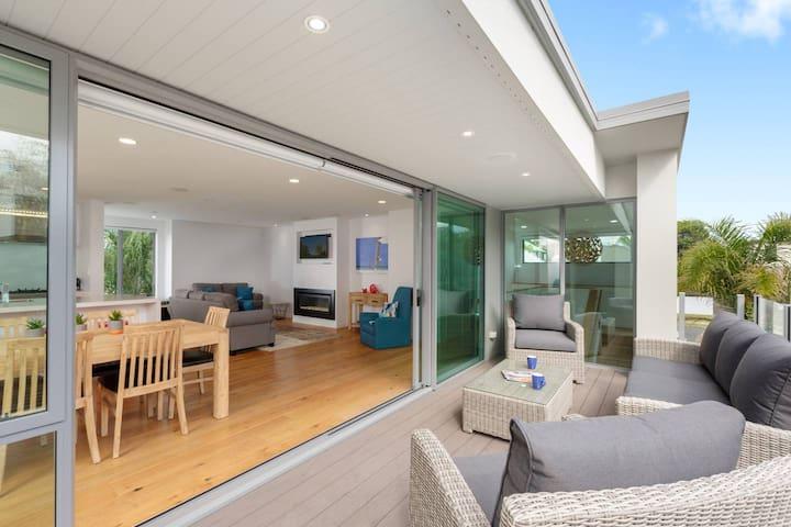 Luxury Home on popular Muricata Av - Enjoy Beach, Surf & Sun