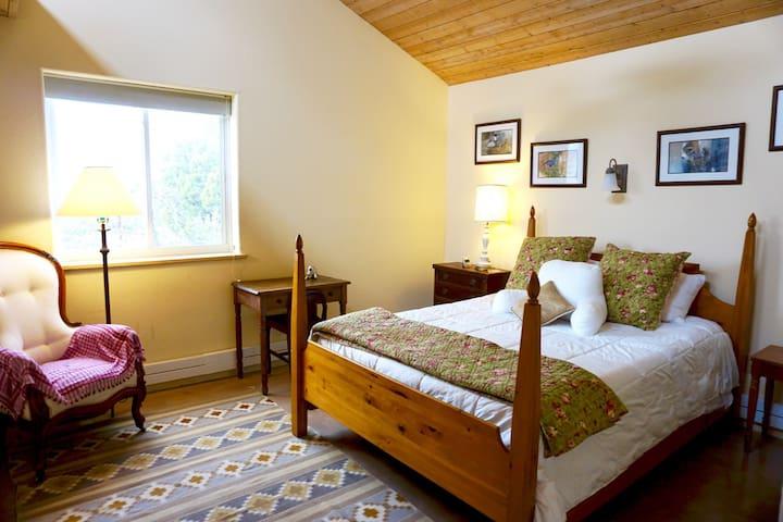 Room with a View: Quiet, Bright, Easy Plaza Access - Santa Fe - Casa