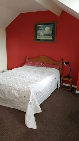 Double Attic room available. - Loxley - House