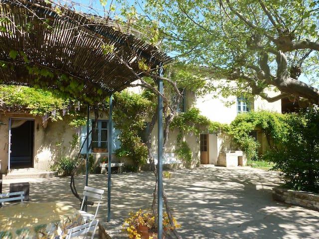 superbe mas haut provençal - Saint-Étienne-les-Orgues - Bed & Breakfast