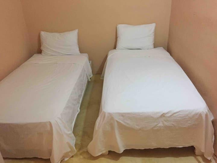 Habitacion doble estandar con baño compartido -4