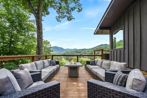 Mid-century home with panoramic views and hot tub!