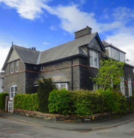 "Stunning ""Victorian Villa"" in Broughton, Sleeps 8 - Cumbria - Hus"