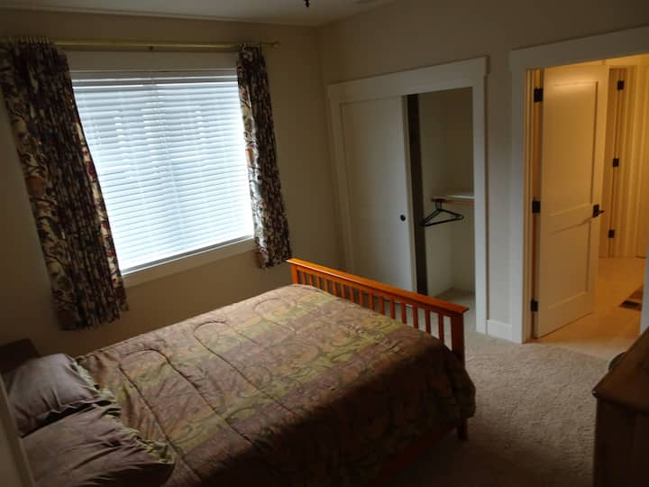 Bedroom 2 of 2, Close to Downtown Half Moon Bay