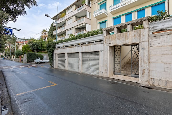 Central Holiday Home in Sanremo with Balcony