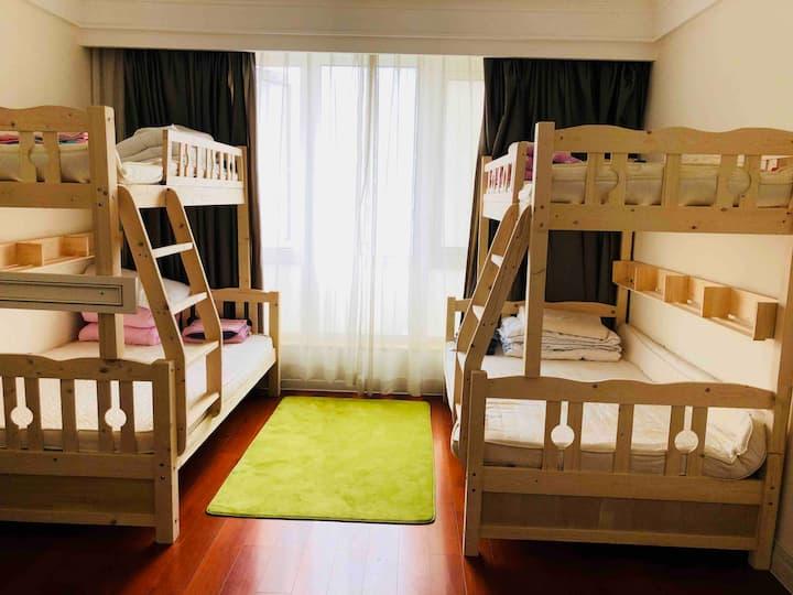 外滩江景四人间床位/位仅限于女生