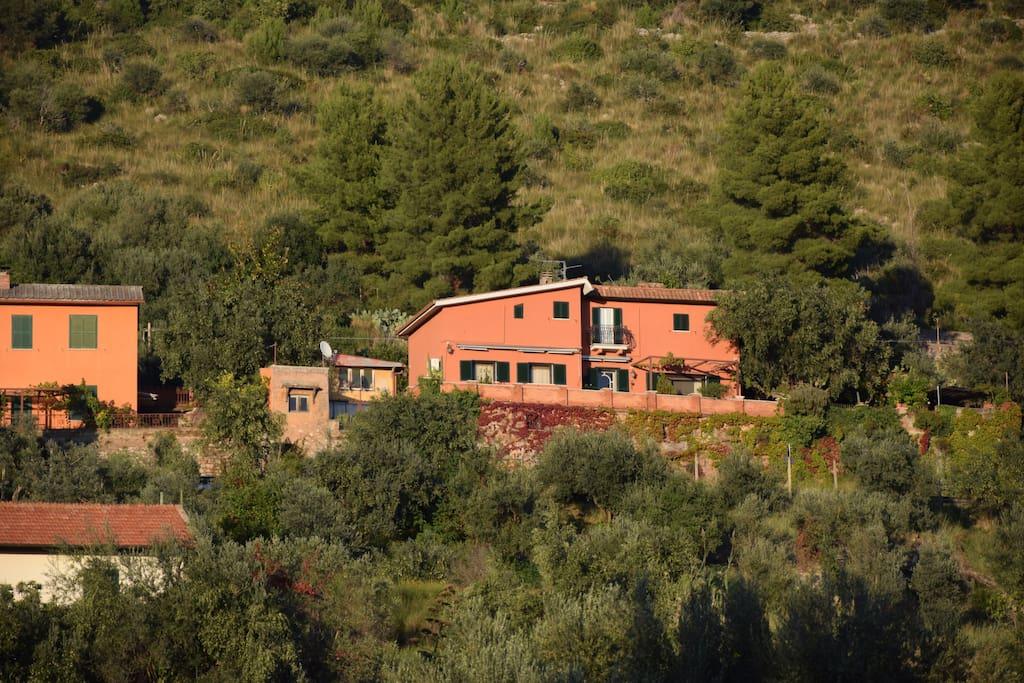 La posizione della casa vista dalla valle.