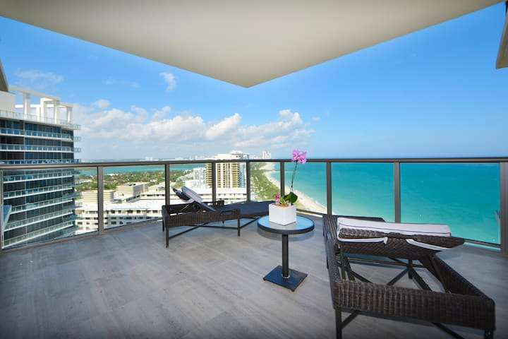 St Regis 2 BR in a 5* Condo Hotel On the Beach - Bal Harbour - Квартира