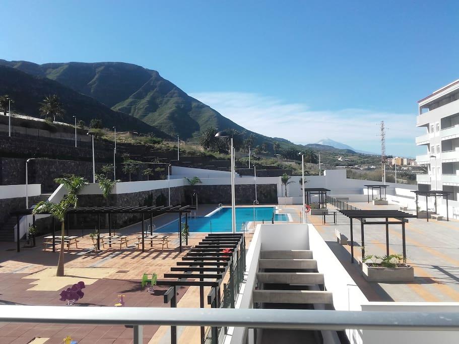 Vistas a la piscina, las montañas de Anaga y a El Teide
