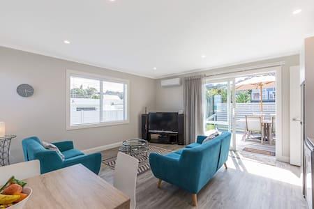 Arkles Bay Beachfront Apartment