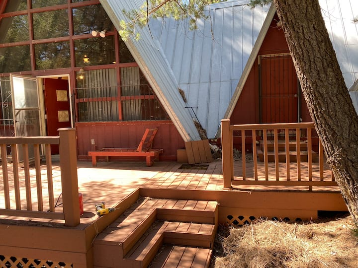 Cabin Hideaway, Close to trails, w/ HI speed WIFI