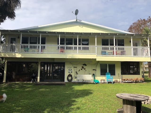 Riverfront home in Town of Suwannee