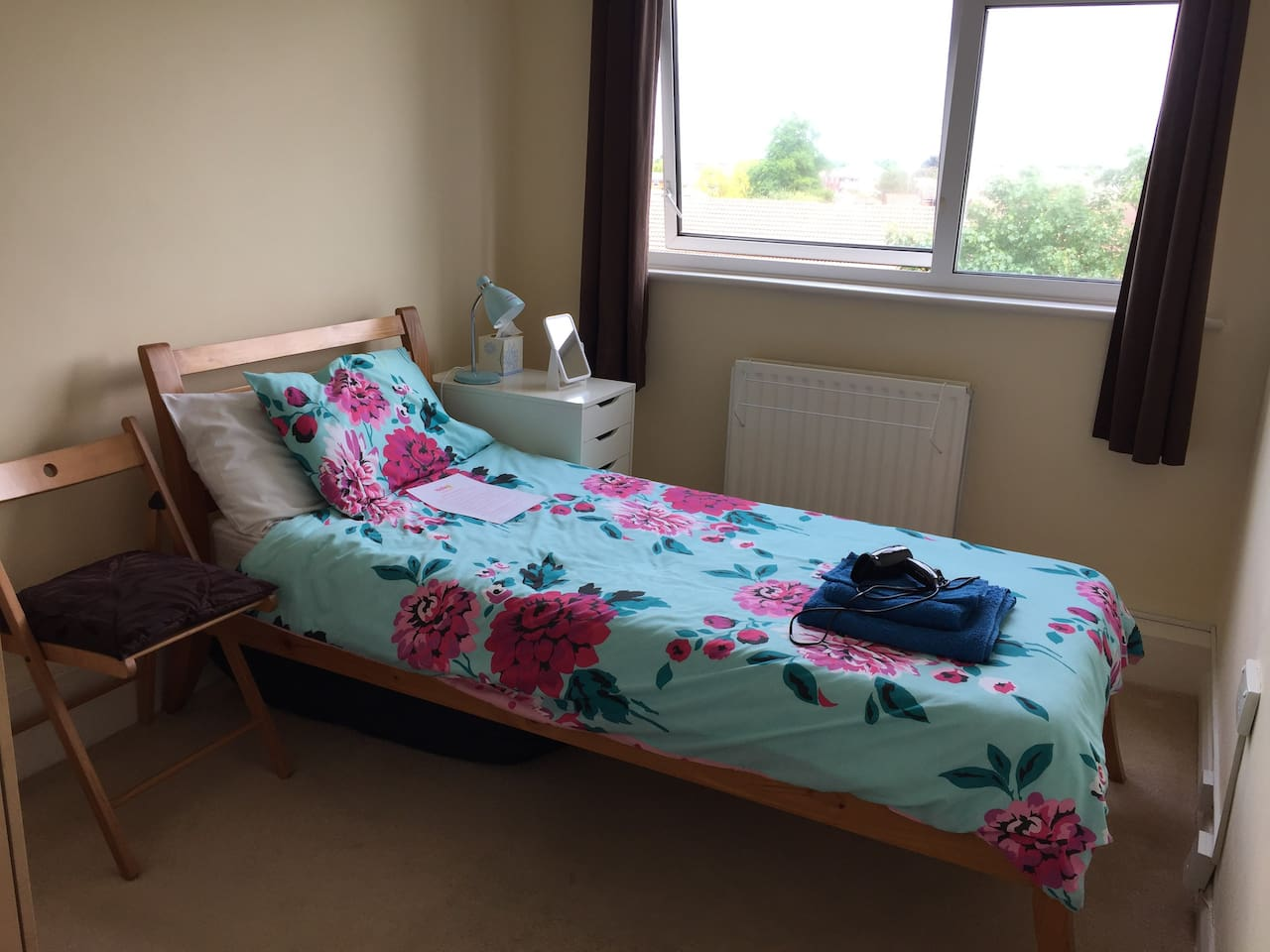 """""""One of the best Airbnb around Tooting. The house is just 10 min walk from Tooting Bec, the room is very large, clean and comfortable with everything you need... Would definitely go again.""""  Marta, Canterbury"""