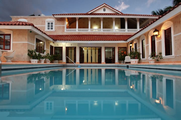 Luxury Villa with Private Pool and Ocean View