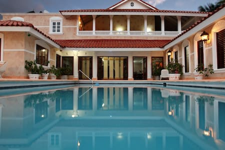 7 Bedroom Luxury Villa with Private Pool - Montego Bay