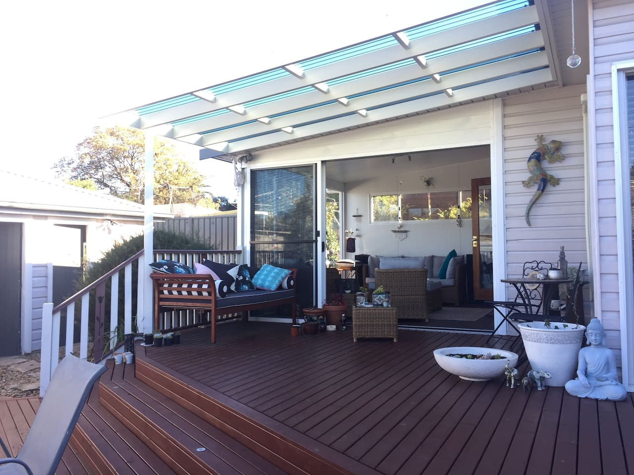 Indoor/outdoor entainment area