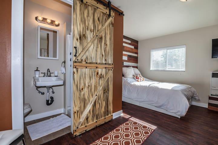 Bed/Bathroom entrance